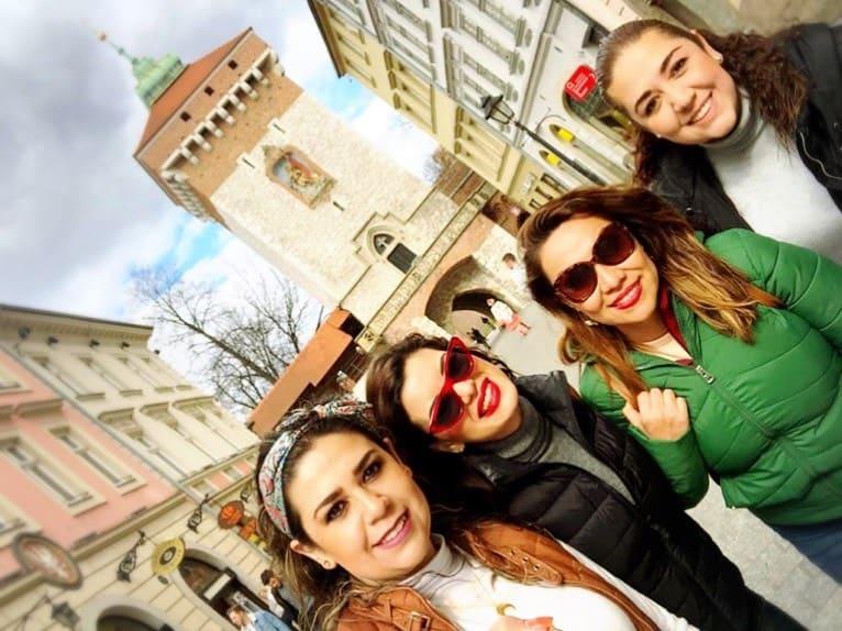 Mirey Montaño,Noemi Montaño,Blanca Avila yLillian Sanchez en Cracovia